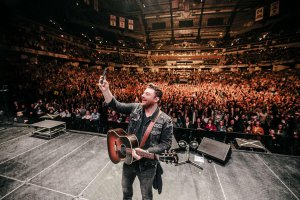 Chris Young: Losing Sleep World Tour @ United Supermarkets Arena | Lubbock | Texas | United States